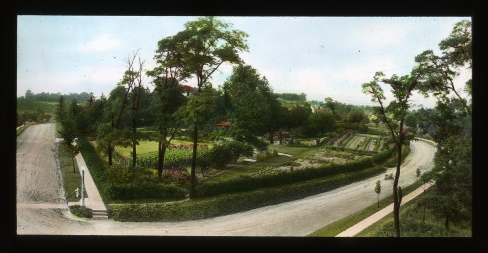 Elevated view of Breeze Hill, circa 1930. Smithsonian Institution, Archives of American Gardens, J. Horace McFarland Collection.&lt;br /&gt;<br />