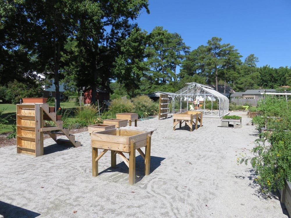 Adaptive gardening planters