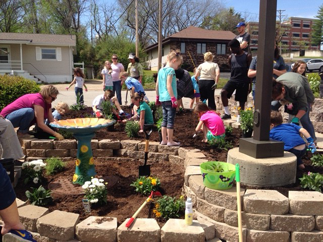 Junior Gardeners help with garden installation