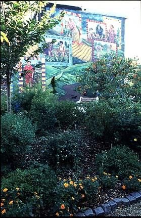 One of the murals at Las Parcelas. Ira Beckhoff, photographer, 1995. Smithsonian Institution, Archives of American Gardens, Garden Club of America Collection.&lt;br /&gt;<br />