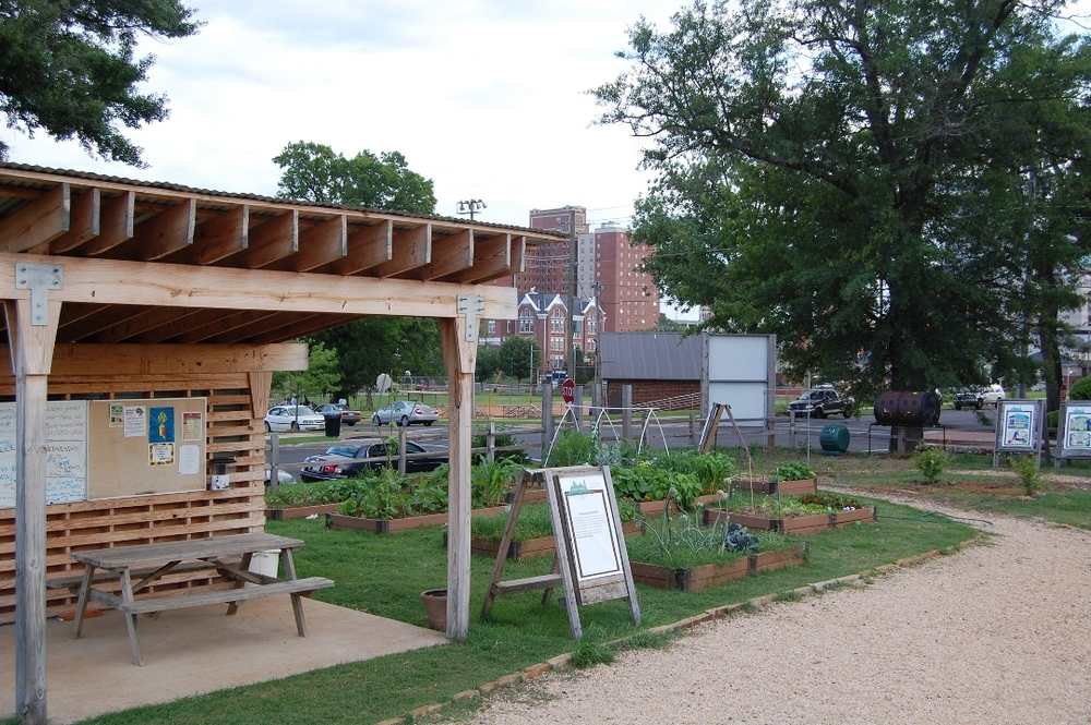 Jones Valley Teaching Farm is located on leased property in the heart of a twelve-block mixed-use development. This project, initially called Hope VI, has transformed what was once a declining low-income government housing project into a vibrant community. Heather McWane, photographer, 2009. Smithsonian Institution, Archives of American Gardens, Garden Club of America Collection.